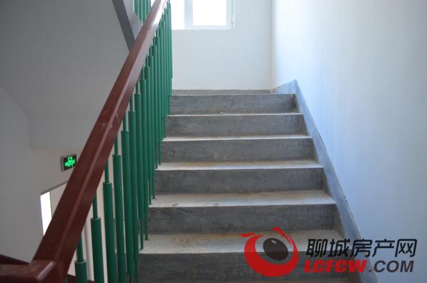 幼儿园楼梯扶手加高